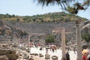 wielki teatr w Efezie mieszczący 24 000 widzów - great theater at Ephesus housed 24 000 people