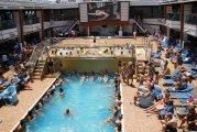 zabawa przy basenie dell\'Ondina na pokładzie Villa Borghese - fun at the pool dell\'Ondina on board Villa Borghese